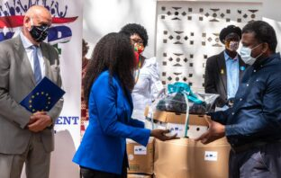 @germanyingambia: Some impressions of @EUinTheGambia #TeamEurope handing over protective equipment for frontline workers to @MohGambia.?Equipment produced locally in the #Gambia.?And production is ongoing. Big thanks? also to our partners.#Covid_19